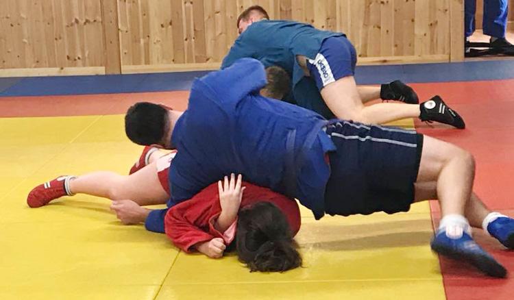 Бесплатный тренировочный день по самбо провела Британская федерация самбо