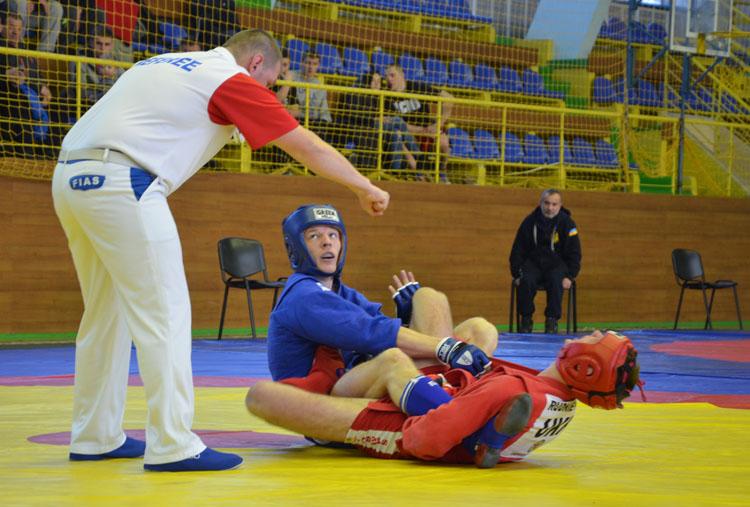 Кубок Украины в Луцке: отбор кандидатов в национальную сборную по самбо продолжается